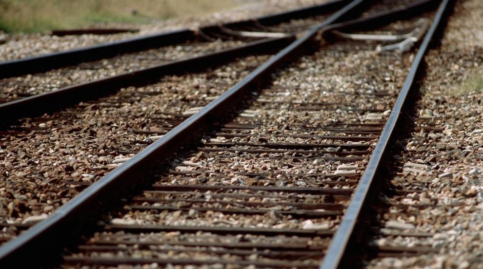 Влак блъсна и уби мъж