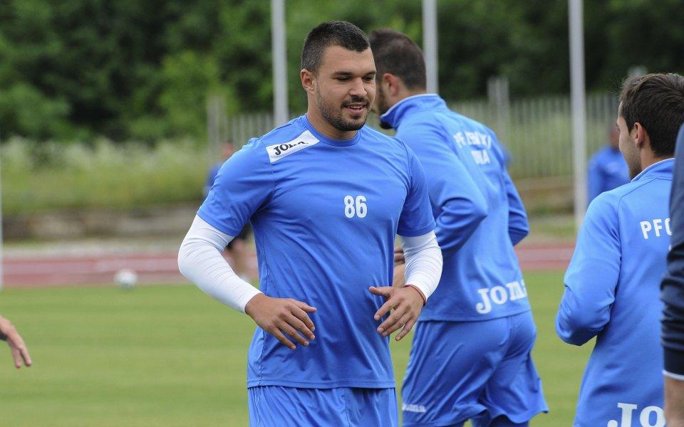 Божинов няма да тренира с Левски на този етап