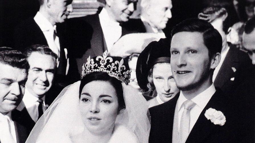 За първи път: Снимки на Царя от годините на изгнание