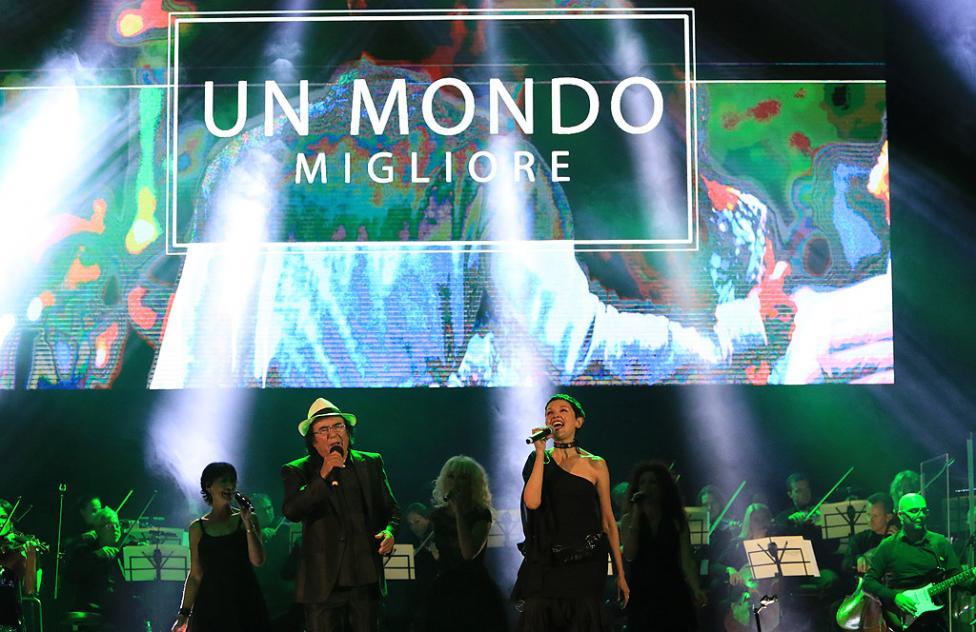 Сн. 11  - Италианският певец Ал Бано с новия си спектакъл в НДК. Той излезе на сцената с виртуозите от Софийска филхармония, И представи всичките си големи...