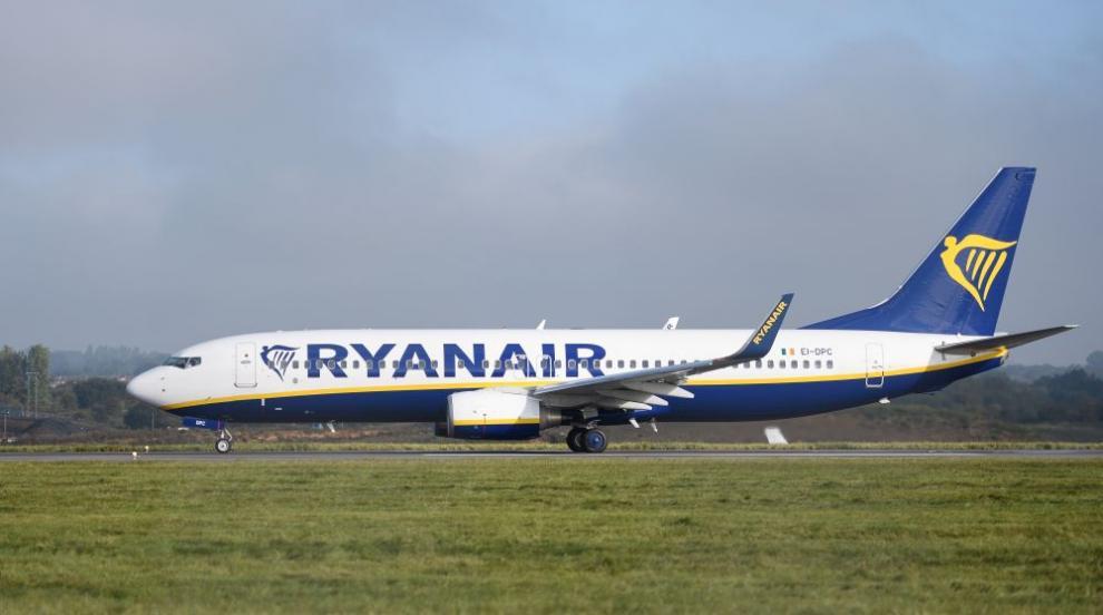 Самолет на Райънеър се запали на летището на Барселона (ВИДЕО)