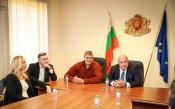 Министър Кралев връчи почетни плакети на бронзовите медалистки от Световното първенство по волейбол<strong> източник: ММС - Пресцентър</strong>