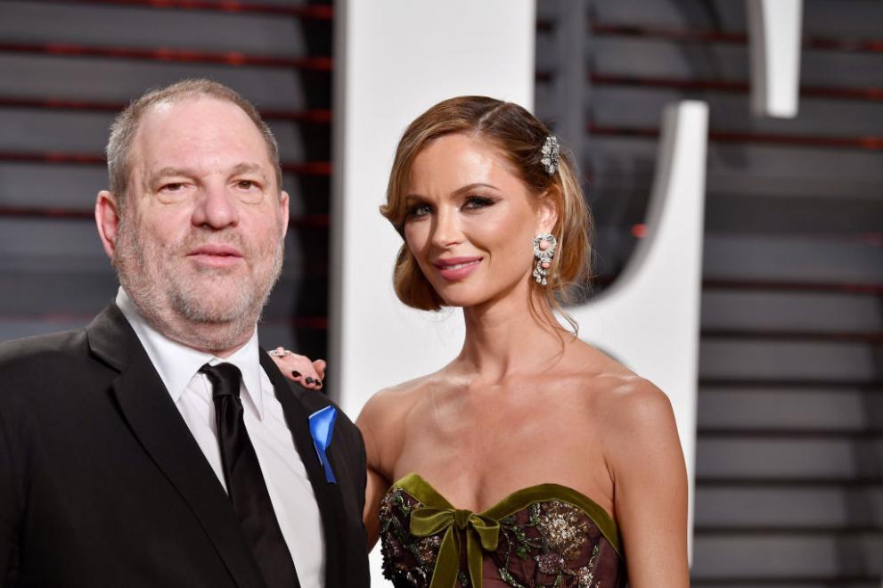 """Красивата съпруга на сексуалния хищник (СНИМКИ), 41-годишната Джорджина Чапман - съпруга на Харви Уайнстийн, го напусна заради """"непростимия"""" скандал и лавината от обвинения в сексуален тормоз. Джорджина  е дизайнерка на нашумялата модна къща """"Маркеса"""". Тя има две малки деца от Уайнстийн."""