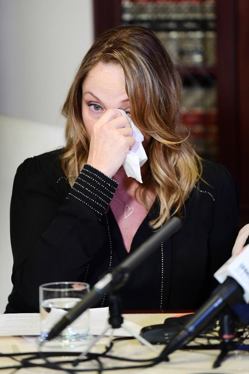 Актрисата Луизет Гейс по време на пресконференцията, в която разказва за преживяното с Харви Уайнстийн.