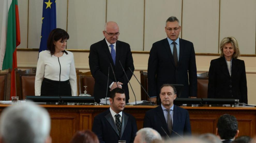 Актьор седна в стола на Антон Тодоров в парламента (ВИДЕО)