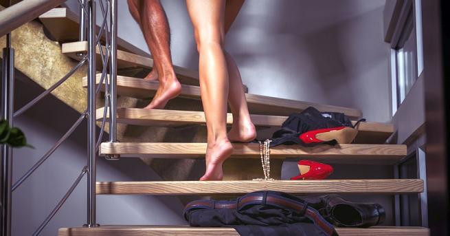 Ако подозирате половинките си в изневяра, вероятно търсите издайнически признаци