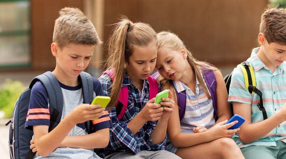 В Италия искат да лекуват пристрастяването към мобилните телефони