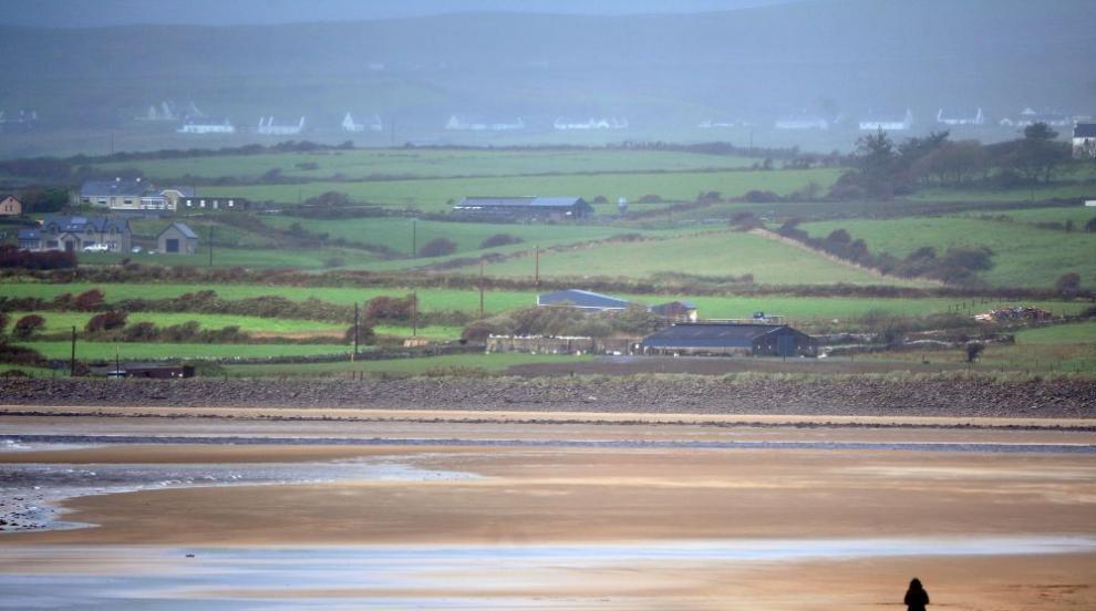 Бурята Офелия стовари бедствие върху Ирландия (СНИМКИ/ВИДЕО)