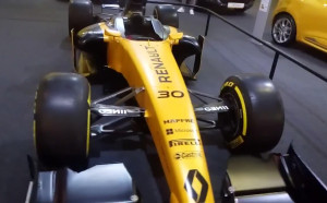 Болидът на Рено от Формула 1 на Автосалон София 2017
