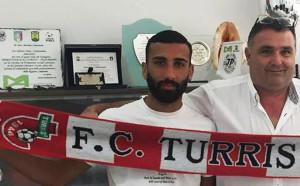 Футболист уринирал срещу феновете на съперника
