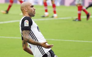 Дзадза на път да задмине Марио Кемпес за Валенсия
