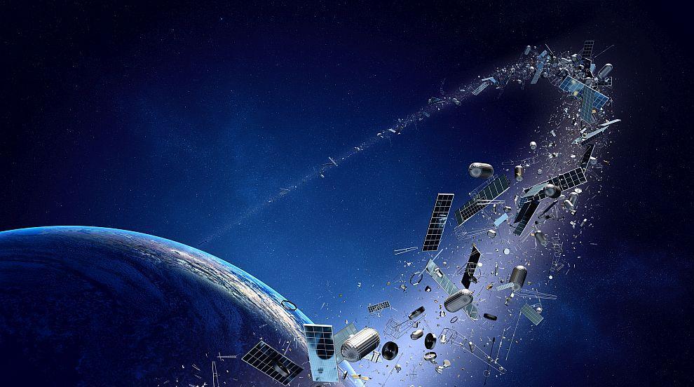 За пръв път: Спътник улови космически боклук в околоземна орбита