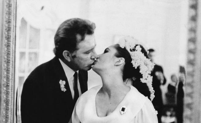 Елизабет Тейлър и Ричард Бъртън по време на сватбената им церемония