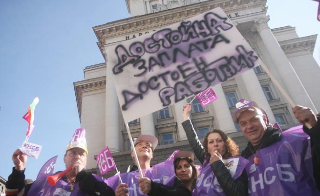 Хиляди синдикалисти излязоха на протест в София с искане за по-високи доходи и по-справедливи данъци