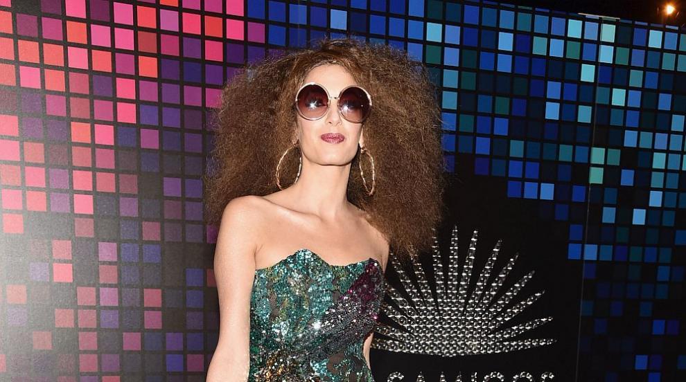 Амал Клуни блесна със стил и визия на парти за Хелоуин (СНИМКИ)