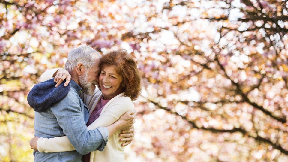 възрастна двойка любов щастие баба