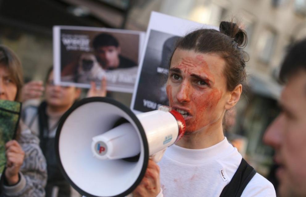 Кървавата демонстрация на българските вегани влезе в световните агенции