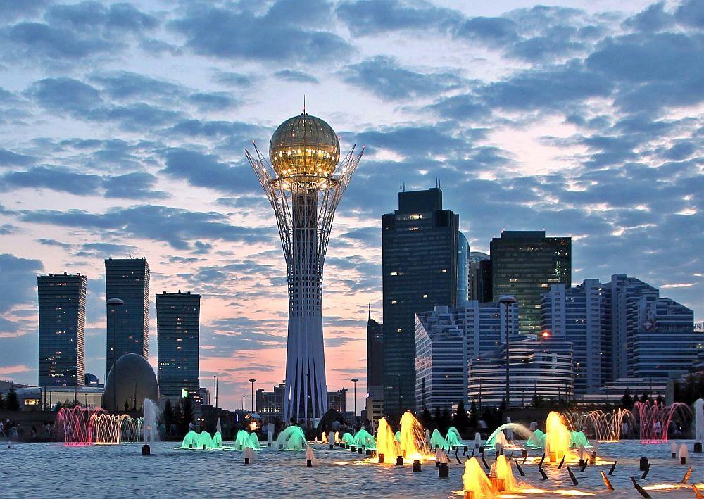 Казахстан е република в централната част на Евразия. На 16 декември 1991 г. Казахстан обявява независимост. На тази дата през 1991 г. е приет Закона за независимостта на републиката. През 1997 г. столицата на Казахстан бива преместена от Алматъ в Астана.