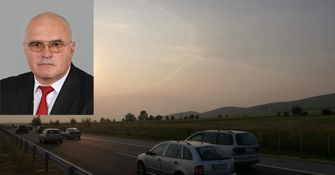 Народният представител от БСП Димитър Стоянов претърпя пътен инцидент на