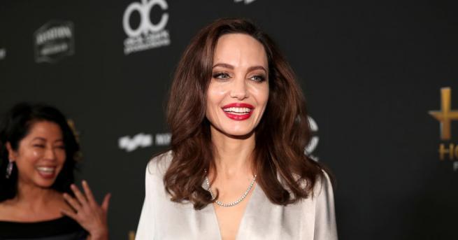 Красивата и талантлива Анджелина Джоли ще озари корицата на световното