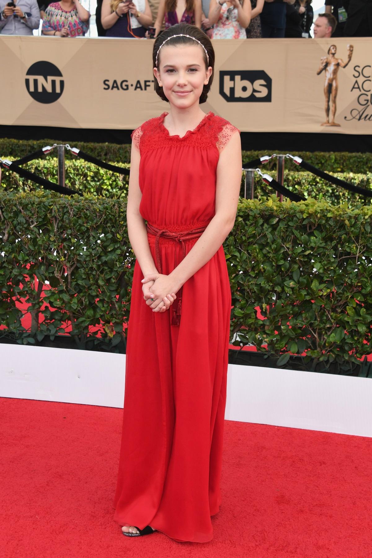 """Звездата на 13-годишната Мили Боби Браун изгря в сериала на Netflix """"Странни неща""""."""