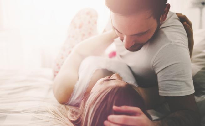 За Близнаците от друга страна е ясно, че са общителни и гъвкави във взаимоотношенията си. Влюбването в представител на тази зодия ще е придружено с изненади и вълнения и едно е ясно - никога няма да се чувствате отегчени.