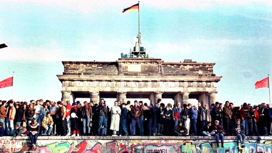 Берлинската стена: 28 години в 28 снимки