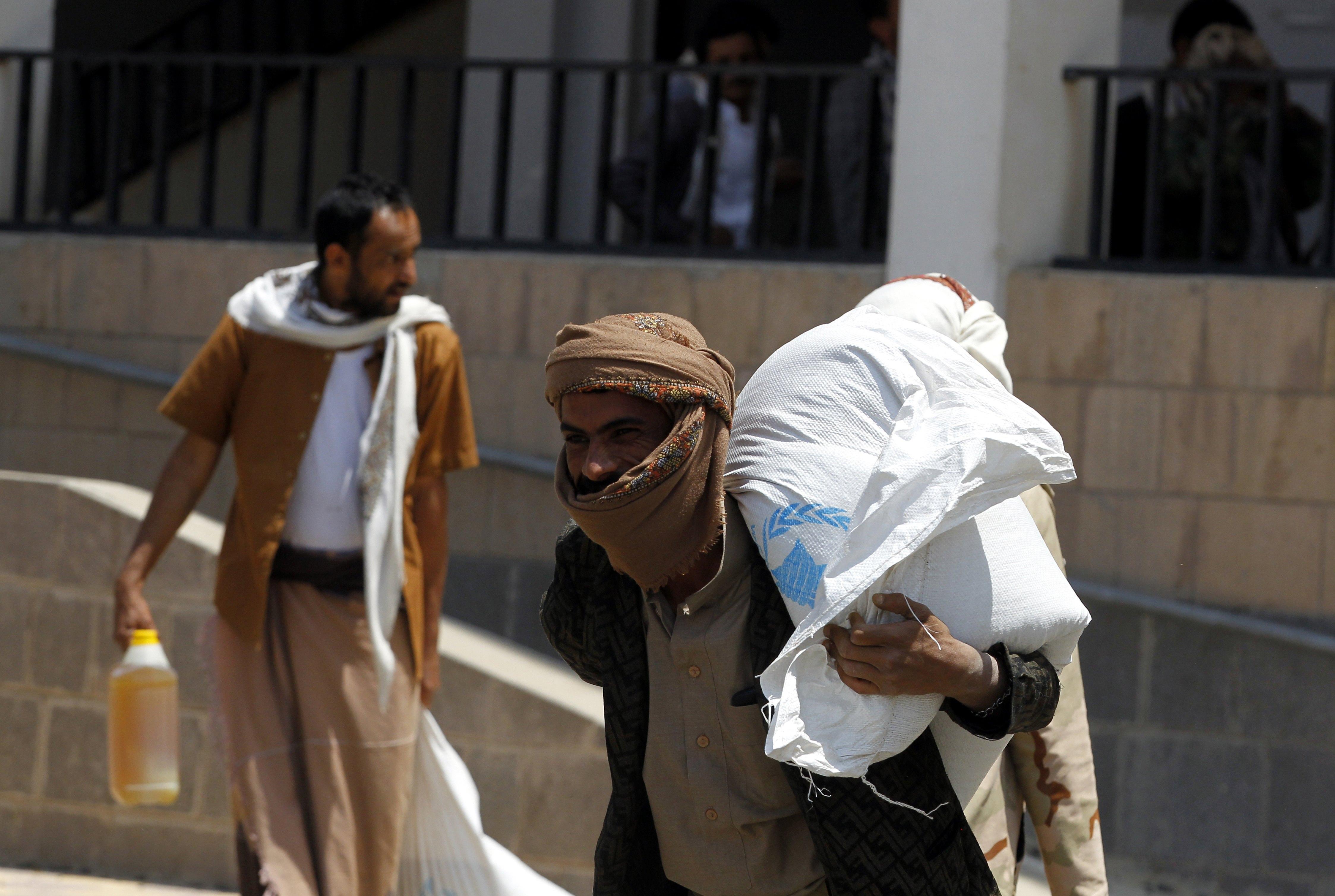 Продължаващата над 2 години гражданска война в Йемен причини опасен недостиг на храна и вода в страната, а наред с това доведе и до епидемия от холера