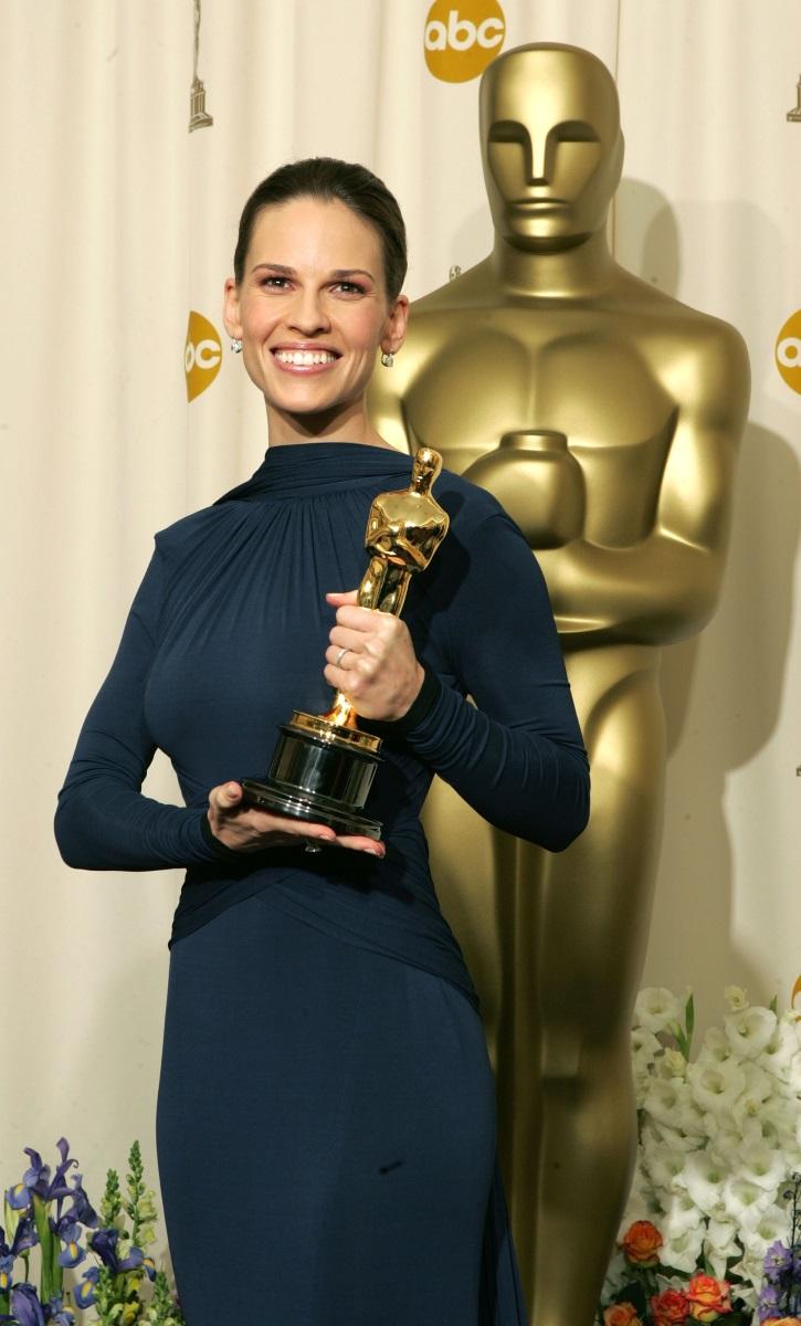 """Хилъри Суонк е взела наградата """"Оскар"""" два пъти. Но това яно не е достатъчно, за да заработва, колкото колегите й мъже."""
