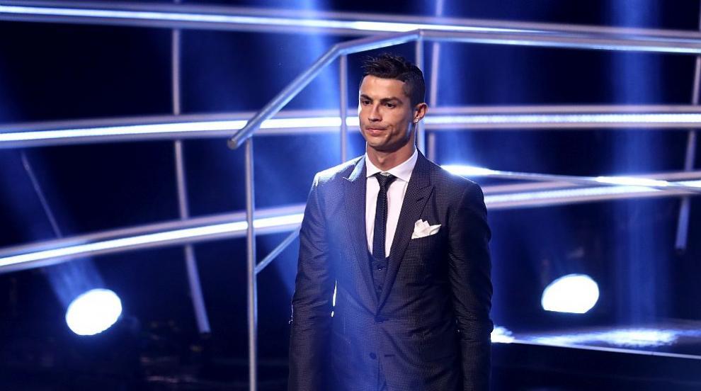 Роналдо кръшнал на приятелката си с португалски модел?