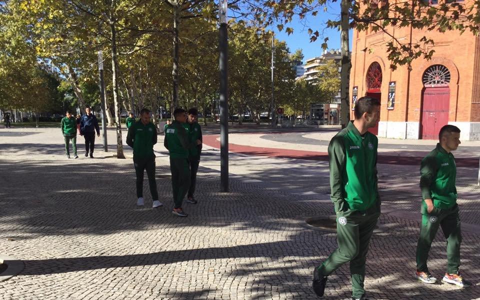 Националите се разходиха около хотела си в Лисабон