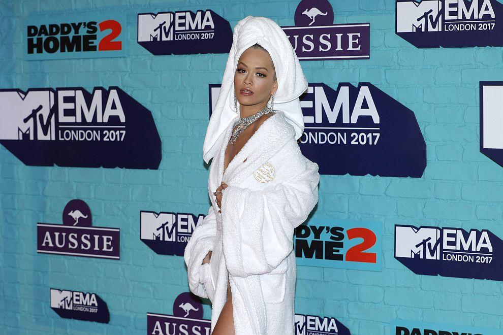 Рита Ора на червения килим на Европейските музикални награди на MTV в Лондон