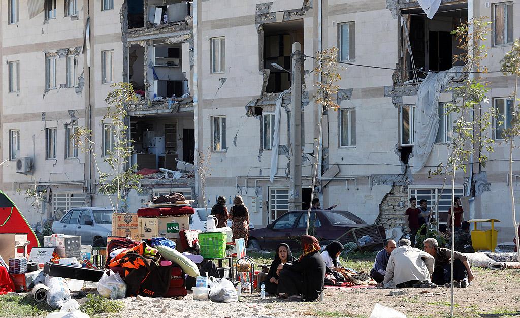 Над 300 души са загинали, а над 1600 са ранени след мощно земетресение на границата между Ирак и Иран. Силата на труса е била 7,3 по скалата на Рихтер. Епицентърът на е бил в планински район на Иракски Кюрдистан – на 200 километра от Багдад и на 400 от Техеран.