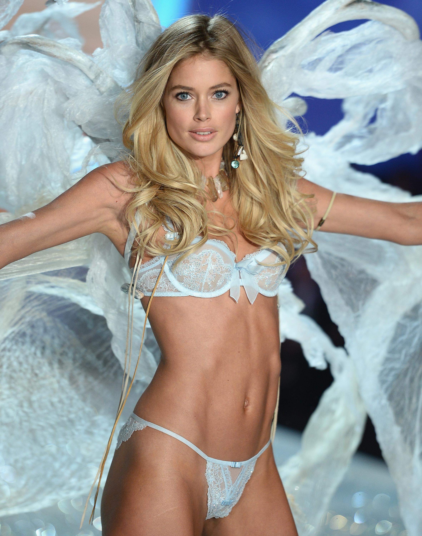 През 2013 година бременната Даутцен Круссложи ангелските крила и обу високите токчета за ежегодното дефиле на Victoria's Secret