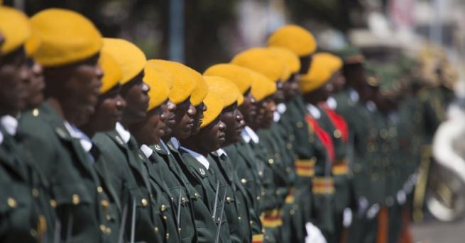 Зимбабвийски военни се обърнаха към нацията тази нощ по националната