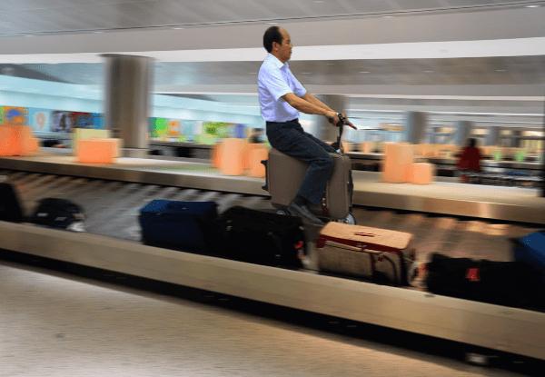 Защо да носиш багажа си, когато можеш да се возиш с него.