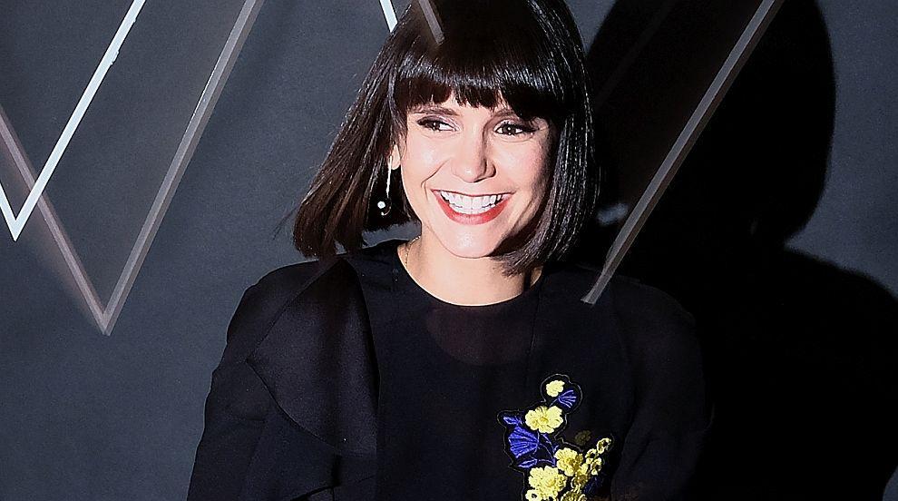 Нина Добрев е безупречна във Versace (СНИМКИ)