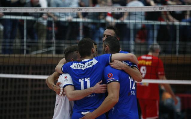 Волейболният Левски стартира с победа участието си в третия по