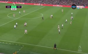 Втори гол за Арсенал срещу Тотнъм, а съдиите къде гледат?