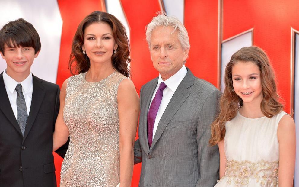 Катрин Зита Джоунс и Майкъл Дъглас заедно с децата им Дилън и Карис