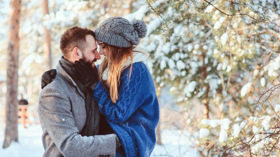 двойка любов зима коледа