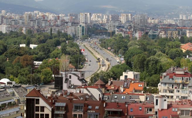 Цените на жилищата растат, а много стоят празни