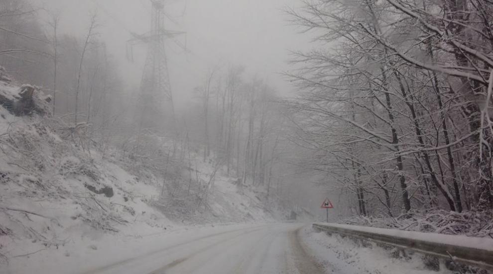 Зимна обстановка в голяма част от страната (ВИДЕО)