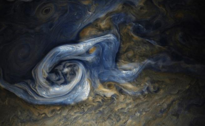 Вижте невероятни нови снимки на Юпитер