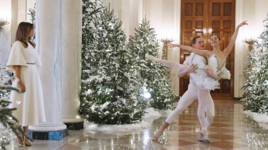 Мелания създаде коледна приказка в Белия дом