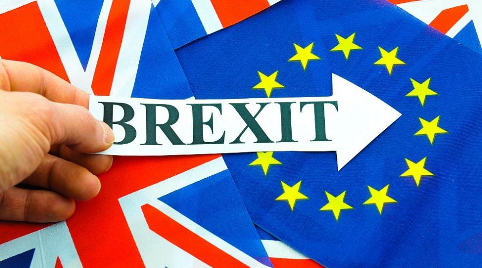 Напредък: ЕС и Великобритания си стиснаха ръцете за преходния период след...