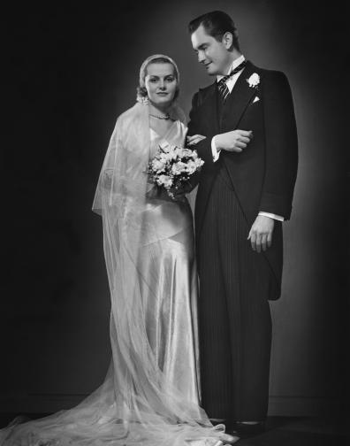 сватби рокли