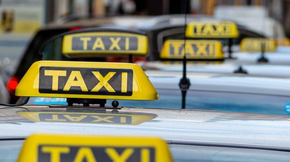 Отново агресия на пътя: Колоездач удари шамар на таксиметров шофьор (ВИДЕО)