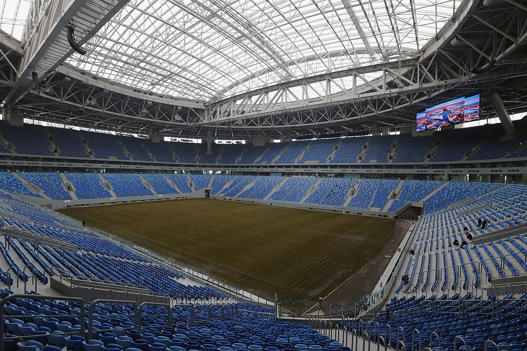 """Стадион """"Крестовски"""", Санкт Петербург Новият стадион на ФК """"Зенит"""" е изграден точно там, където е бил старият спортен комплекс """"Киров"""". Новото спортно съоръжение има капацитет от 68 000 места. Строежът му е струвал цели 930 милиона евро."""