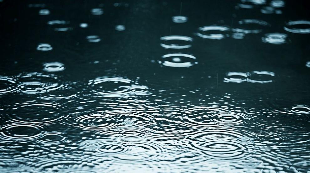Равносметка след пороя в София: Наводнени улици, жилища без ток и блокиран...